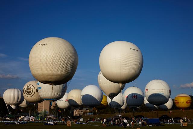 Gas balloon race